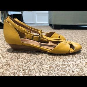 789634d72060 Chelsea Crew mustard yellow sandals